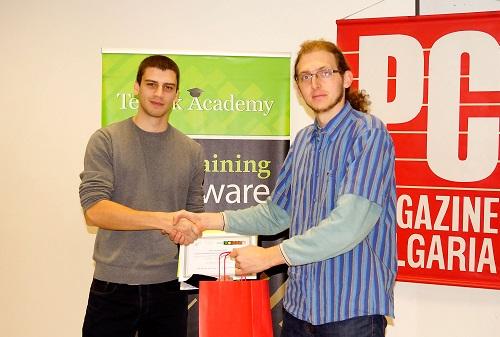Михаил Гочев получава награда от PC Magazine