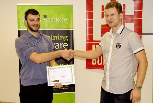 Павел Колев получава сертификат